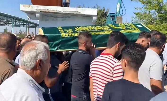 Saç ektirirken canından olan Urfalı genç Halfeti'de defnedildi