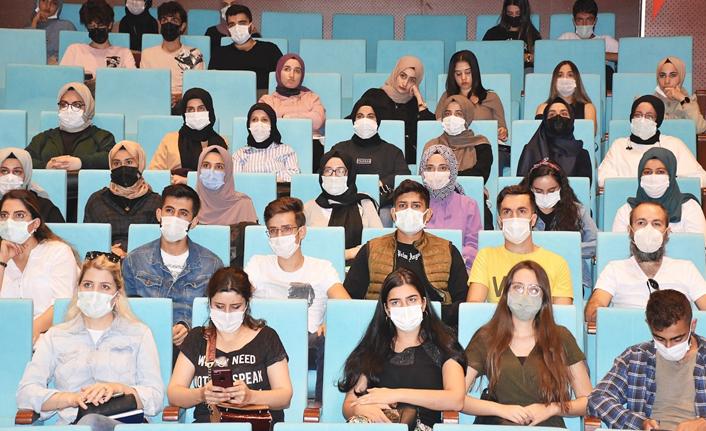 HRÜ'de yeni öğrencilere oryantasyon günleri düzenleniyor
