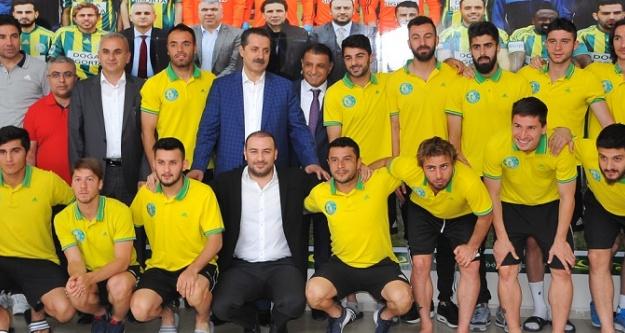 Bakan Çelik'ten Urfaspor'a moral