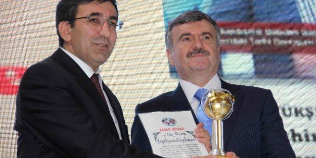 Başkan Akyürek'e Yılın Büyükşehir Belediye Başkanı Ödülü