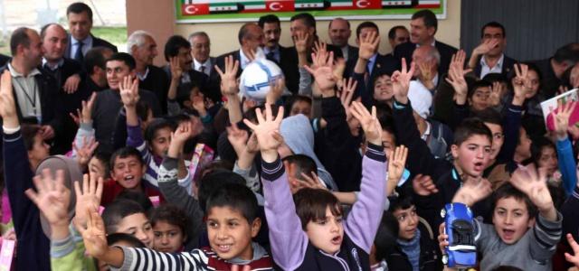 Başkan Melih Gökçek'ten Ceylanpınar'a Giyim ve Oyuncak Yardımı