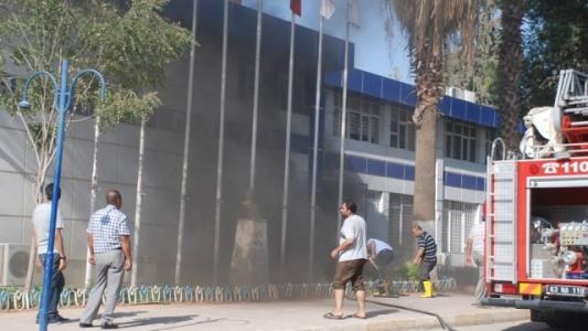 Belediye binası yandı...