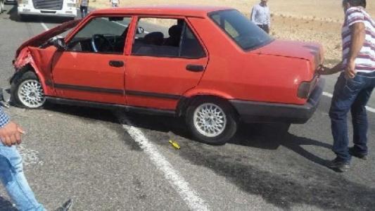 Birecik'te iki otomobil çarpıştı