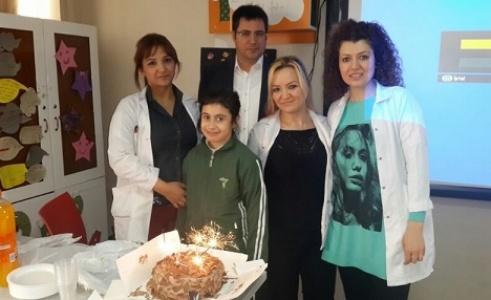 Birinciliği yaş pastayla kutladı