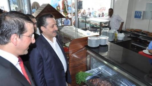 Çelik, Bursa'da ciğerci açtı