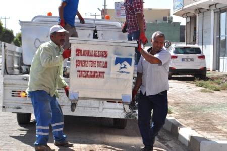 Ceylanpınar Belediyesi Hasar Gören Çöp Konteynırlarını Yeniliyor