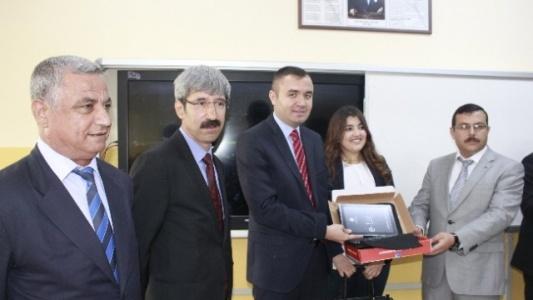 Ceylanpınar'da Öğrencilere Tablet Dağıtıldı