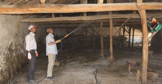 Cihanbeyli'de Mandıralar İlaçlanıyor