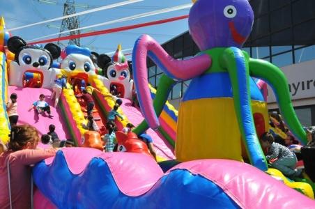 Çayırcıoğlu, çocukların eğlence merkezi oldu...