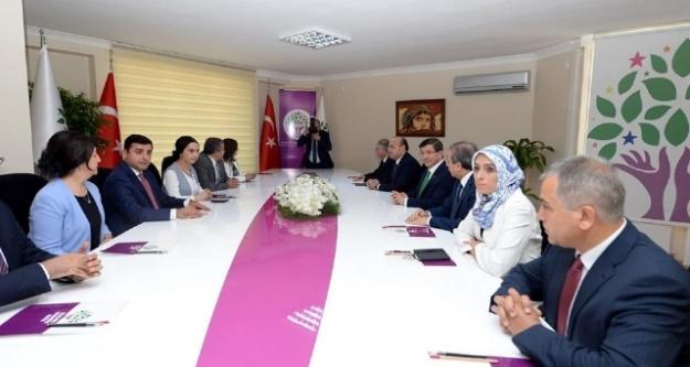 Davutoğlu, HDP ile görüştü