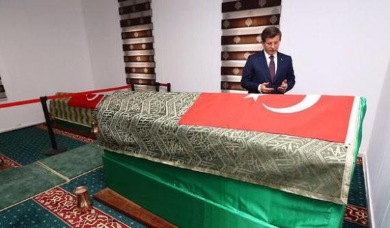 Davutoğlu'ndan Urfa'da sürpriz ziyaret