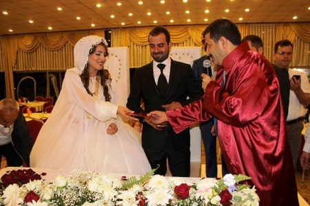 Ekinci ilk resmi nikahını kıydı...