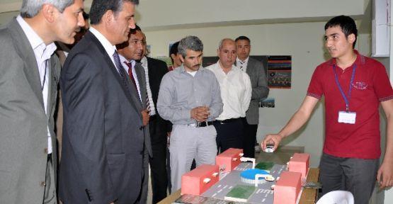 """Erdemli Anadolu İmam Hatip Lisesi """"bilim Fuarı"""" Açtı"""
