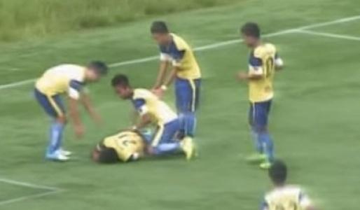Futbol maçında sahada trajik ölüm