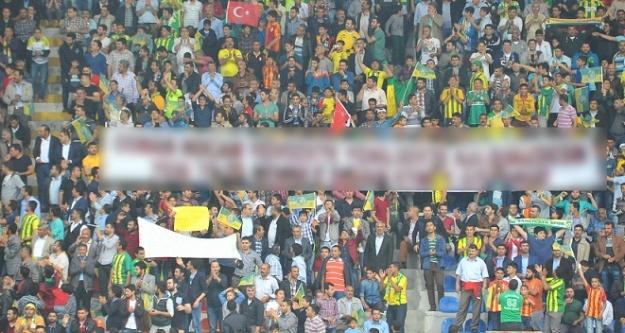GAP Arena'da beklenmedik pankart açıldı