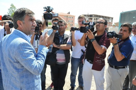 Gazeteciler telefondaki adama şaştı kaldı!...