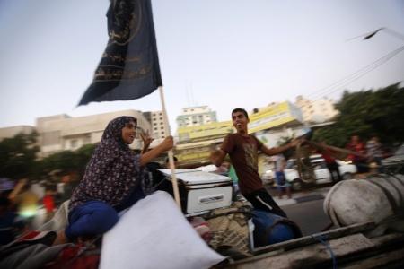 Gazzeliler ateşkesi sokaklara çıkarak kutladı
