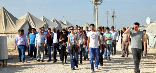 Göç İdaresi çadır kentte incelemelerde bulundu