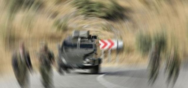 Hakkari'de askeri araç devrildi: 1 şehit 2 asker yaralı