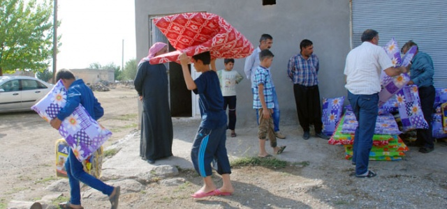 Hilvan Belediyesi Kobani'den Gelenlere  Yatak ve Battaniye Dağıttı