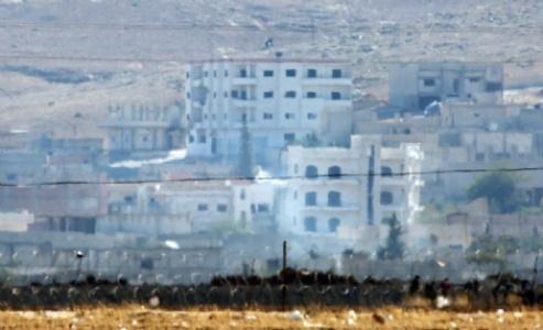 IŞİD Kobani'ye bayrak dikti