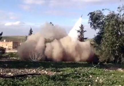 IŞİD Kobani'ye füzelerle saldırıyor