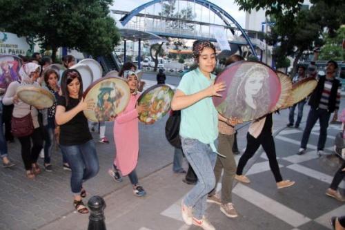 Kadınlardan defli protesto