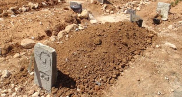 Kimsesizler mezarlığına defnedildi