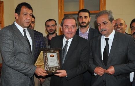 Memleket Meclisi'nden Zentürk'e plaket
