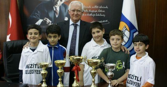 Mezitli Belediyesi Santranç Takımı Ödüle Doymuyor