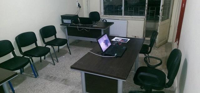 Mülteci kampındaki gazeteciler için basın evi kuruldu