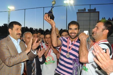 Şampiyon Takım Kupasını Başkan Ekinci'den aldı