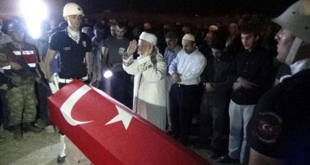 Şehit polis Kürtçe ağıtlarla toprağa verildi
