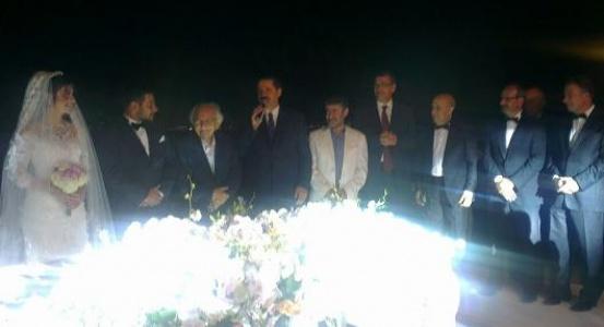 Siyasileri buluşturan düğün...