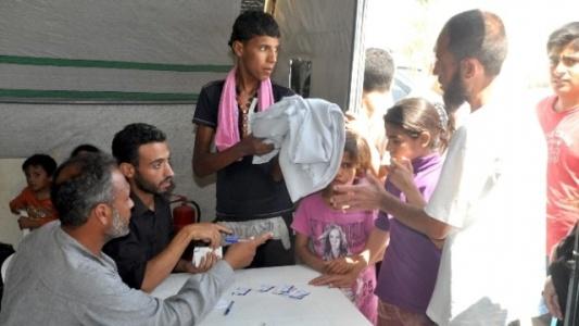 Suriyeli mültecilere 15 ton elbiselik kumaş dağıtıldı