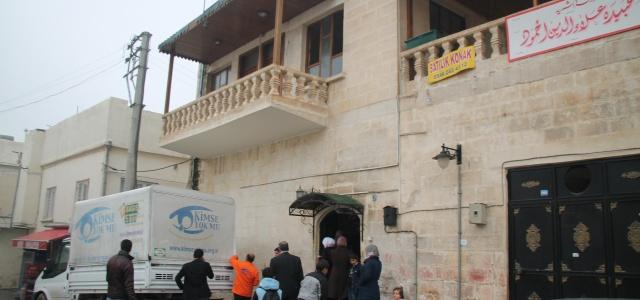 Suriyeli okula koltuk takımı