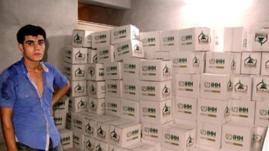 Suriyeliler için toplanan yardım kolileri Urfa'da bulundu
