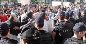 Urfa'daki yürüyüşte gerginlik çıktı!