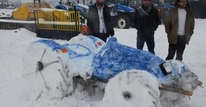 Kardan traktör yaptı