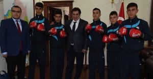 Vali'den Kick boksçulara destek