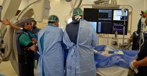 Ameliyatsız kalp kapağı değiştirildi..