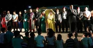 Hacivat ve Karagöz oyunu sahnelendi