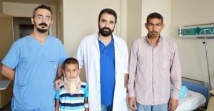 Suriyeli çocuk Urfa'da hayata tutundu