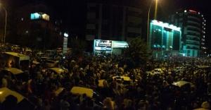 Urfa'da on binlerce kişi sokağa döküldü