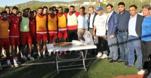 Karaköprü Belediyespor'a destek ziyareti...