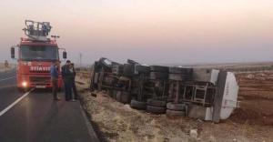 Urfa'da yakıt tankeri devrildi