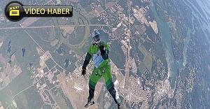 7 Bin 620 metre yükseklikten paraşütsüz atladı