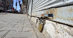 Urfa'da trafiğe kapanan cadde esnafı kepenk kapattı