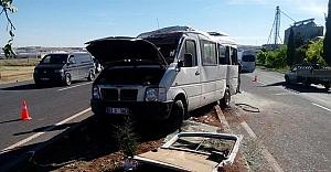 Urfa'da öğrenci servisi devrildi: 8 yaralı