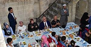 Suriyeli yetim ve yoksullarla iftar